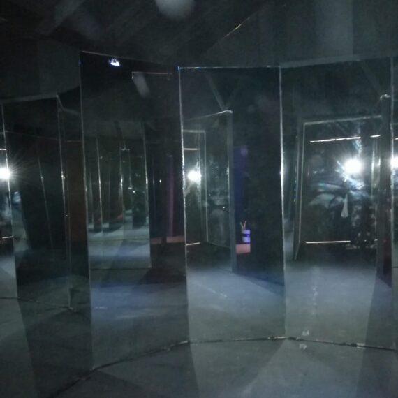 Locke & Key - Mirror Room